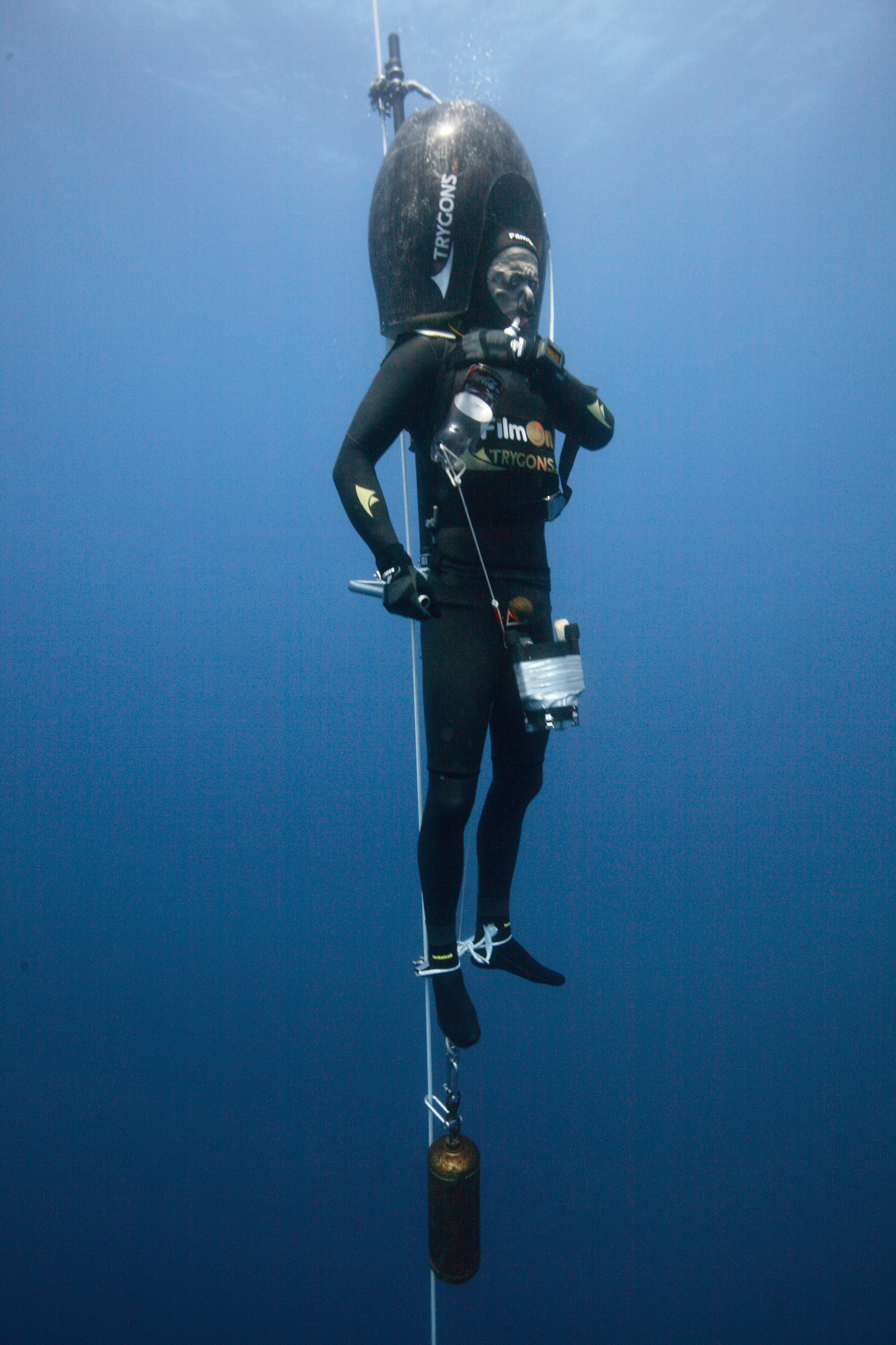 Herbert Nitsch descending during the 'No Limits'Freediving Record